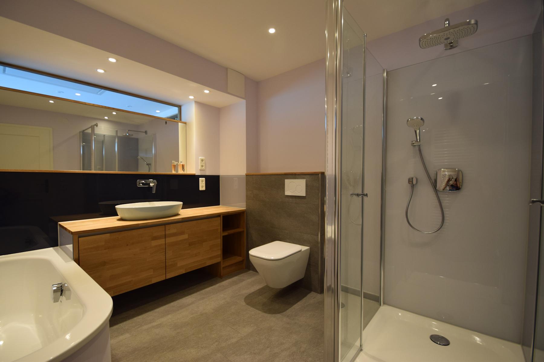 Willkommen bei schiffbauer bad und wohnraumgestaltung mit for Badezimmer modern fliesen